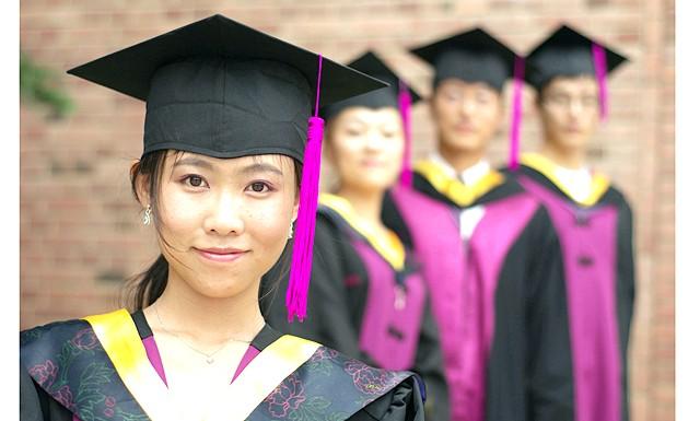 Студенти змінюють носи, щоб отримати роботу: в прагненні збільшити свої шанси на отримання роботи китайські студенти вдаються до допомоги дивно виглядає органу - носі у вигляді