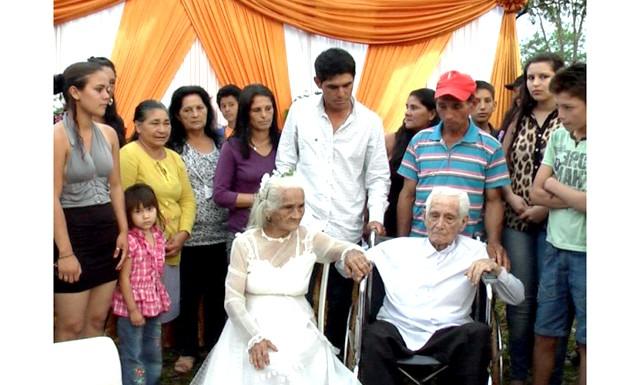 Весілля після 80 років спільного життя: Ця селянська пара присягнулася в