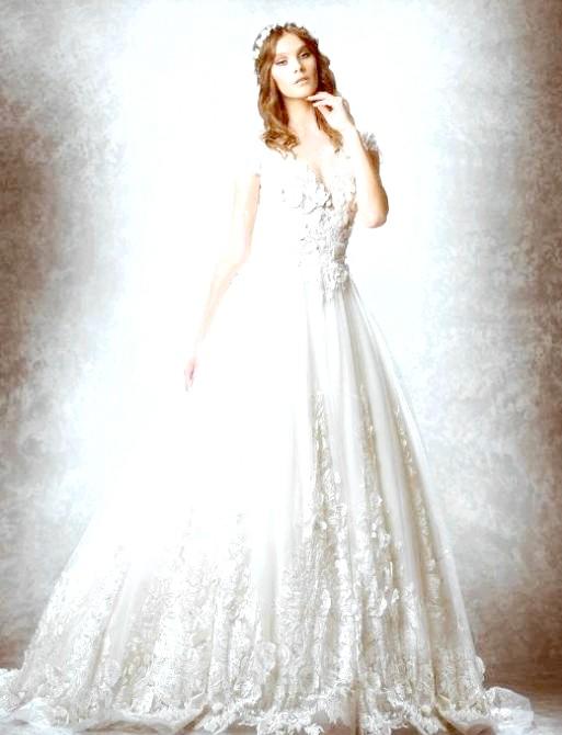 Весільні сукні від кутюр: Традиційне плаття з пишною спідницею і довгою фатою. Свою варіацію на цю тему запропонував бренд Elie Saab.