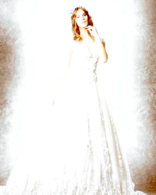 Весільні сукні від кутюр: Деякі бренди навіть запропонували рішення ще однієї проблеми - що надіти поверх сукні, коли доведеться провести деякий час на вулиці: