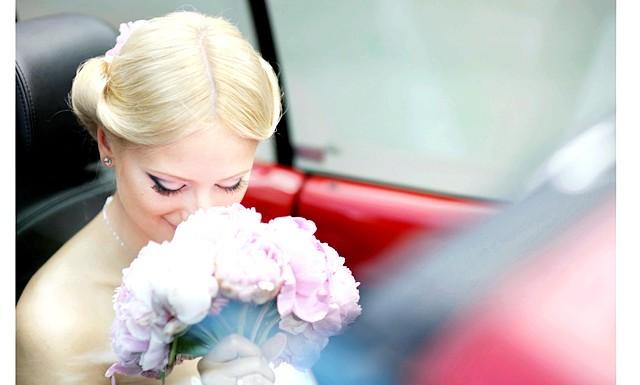 Весільні тренди-2014: букет нареченої: Використання польових і садових квітів у весільному декорі - один з найулюбленіших мною трендів останнього сезону.