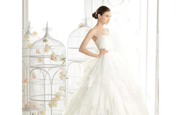 Весільні тренди в 2014 році: Смарагдовий цветЧто стосується кольору весілля, то в новому сезоні модним є колір смарагду. Саме цей колір