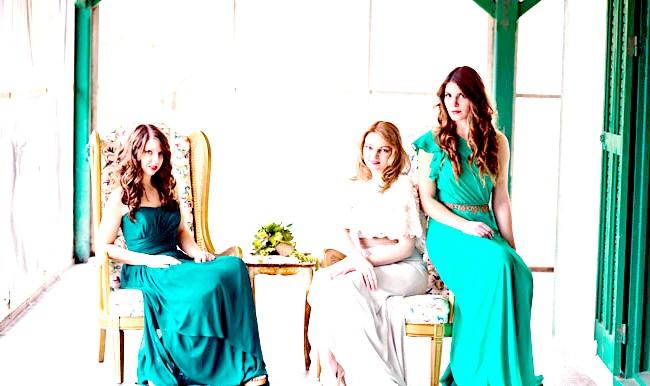 Весільні тренди в 2014 році: БархатБархат виглядає дуже красиво і багато. Аксесуари, фурнітура, різні вироби з оксамиту додадуть Вашому весіллі оригінальності.