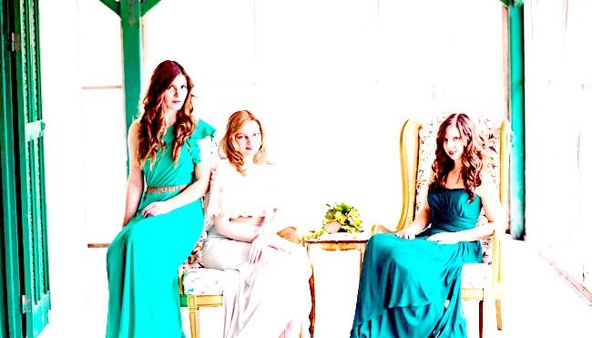Весільні тренди в 2014 році: Hand-made, craftВсе більшою популярністю користується весільний hand-made, коли декор виготовляється вручну, наприклад, паперові квіти, різні гірлянди.