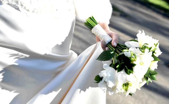 Весільний лукбук Rivini by Rita Vinieris. Осінь 2015: Восени 2015 Rivini by Rita Vinieris пропонує вбрання для будь-якого розвитку подій: пародія, бохо-церемонія в гущавині лісу, галаслива тусовка в