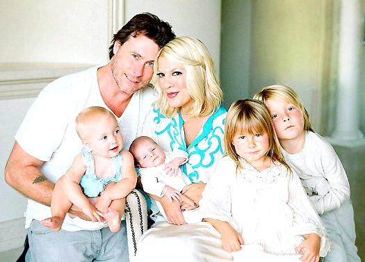 Торі Спеллінг після народження четвертої дитини: 39-річна Торі і її 45-річний чоловік Дін МакДермортт вже виховують трьох дітей: п'ятирічного Лайама, чотирирічну Стеллу і 10-місячну Хетті Маргарет.