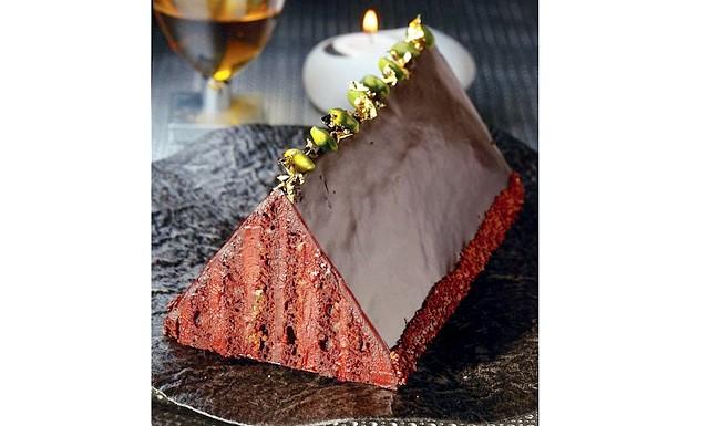 Торт на Новий Рік - найкращі рецепти: [color = Red] Шоколадний бісквіт з кремом і фісташками [/ color] Інгредієнти: [i] Для крему: [/ i] Сливки - 300 мл