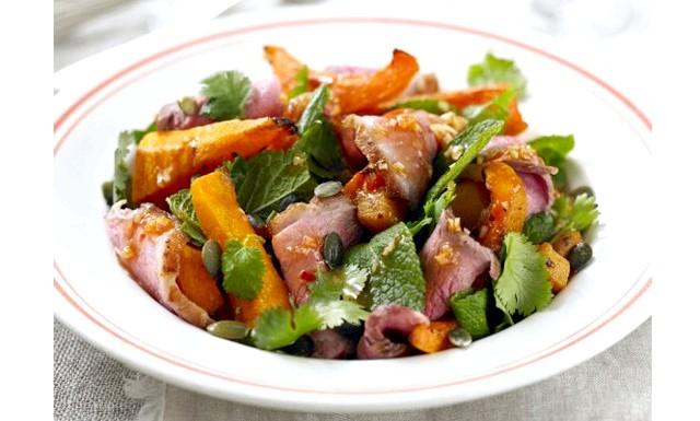 Три страви з гарбуза від Джеймі Олівера: РЕЦЕПТ Салат з гарбуза в Азіатсько СТІЛЕНадо: 2 маленькі гарбуза оливкова олія насіння