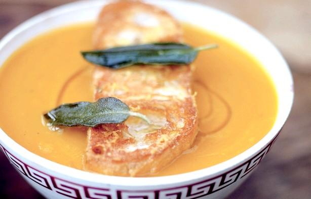 Три страви з гарбуза від Джеймі Олівера: Гарбузовий суп з сирними гренкаміНадо: гарбуз будь-якого сорту з щільною м'якоттю вагою трохи більше 3