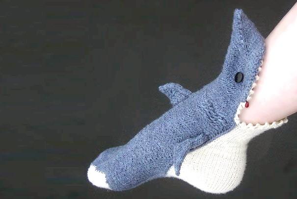 Утепляемся до осені: оригінальні шкарпетки, панчохи та колготки: Шкарпетки для кровожерливих любителів акул.