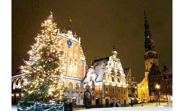 У Гельсінкі з'явилися новорічні екскурсії російською мовою: Збір екскурсантів - о 12:00 біля обмінного пункту Forex на залізничному вокзалі. Дорослий квиток обійдеться в 17 євро, дитячий (6-16