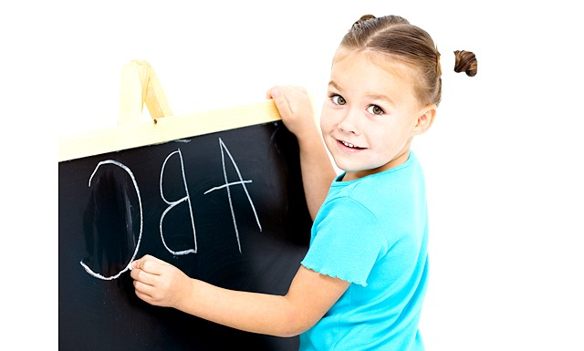У якому віці почати вчити англійську ?: Питання: Добрий день! Скажіть, будь ласка, з якого віку потрібно починати вчити дитину англійської мови і з чого краще почати,