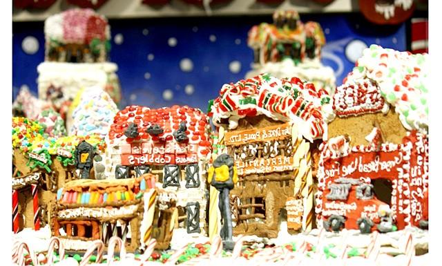 У Нью-Йорку побудували величезну пряникову село: Пряникова село, як повідомляє місцева преса, складається з більш ніж тонни глазурі, чверті тонни пряникового тіста і 200 кілограмів цукерок.