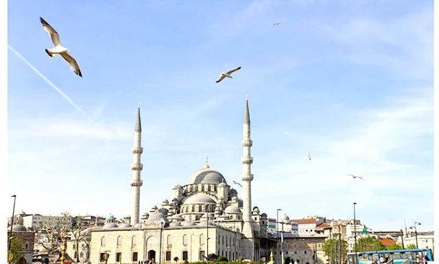 У Туреччині забороняється алкоголь: Будь-яка реклама спиртного з 9 вересня в Туреччині також заборонена. Спеціально створена комісія перегляне всі турецькі