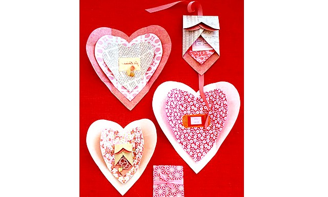 Валентинки з секретик: В такій упаковці можна піднести коханої (коханого) невелике дорогоцінну прикрасу до дня святого Валентина. Якщо подарунок великий, то можна написати