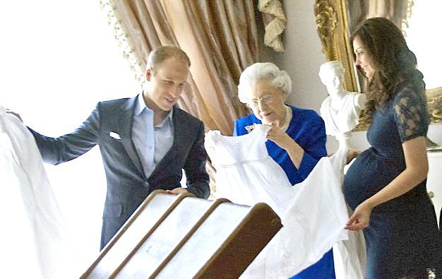 Великобританія готується до королівських родів: Біля лікарні, де народжуватиме герцогиня Кембриджська, зібралися натовпи журналістів. Але репортери не стануть першими, хто дізнається радісну новину. Про