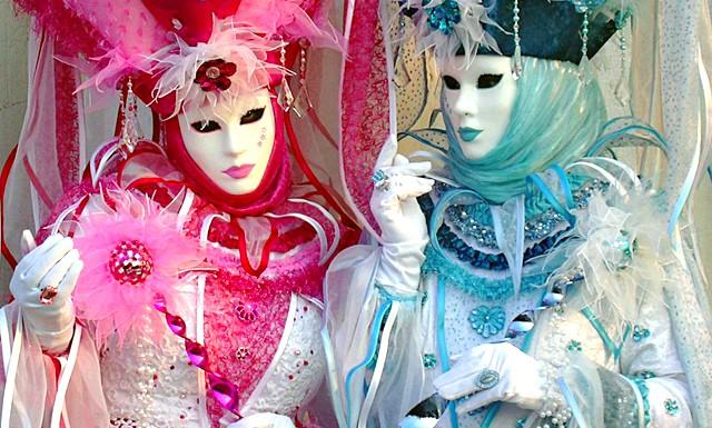 Венеціанський карнавал - 2014 відкрився парадом гондол: Перша документальна згадка карнавалу у Венеції відноситься до 1094. Тим не менш, карнавальні традиції мають набагато більш давню історію