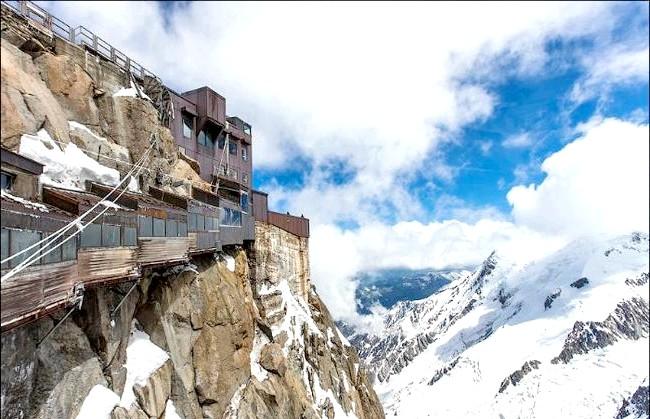 Вершина Aiguille Du Midi - 3842 метри над рівнем моря: