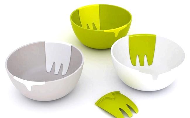 Речі для економії часу і порядку в домі: Салатниця від бренду Josephjoseph, до якої додається власна лопаточка для розмішування, позбавить від необхідності переривати кухонні ящики у пошуках відповідного