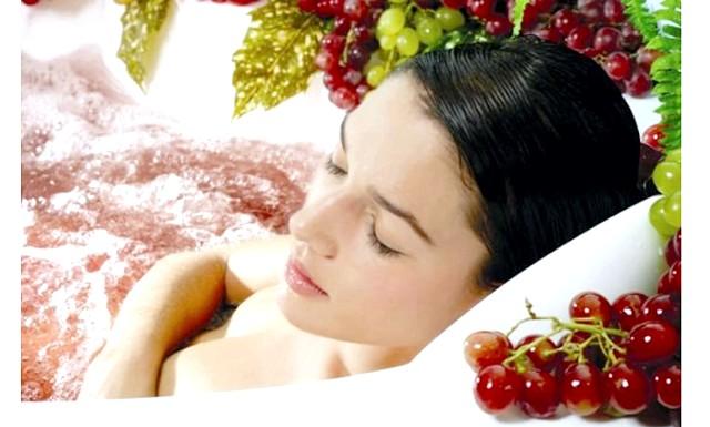 Винотерапия: Вино і виноград широко застосовуються не тільки в народній медицині, але і в косметології: живильна маска, розслабляючий масаж, розслаблююча ванна,