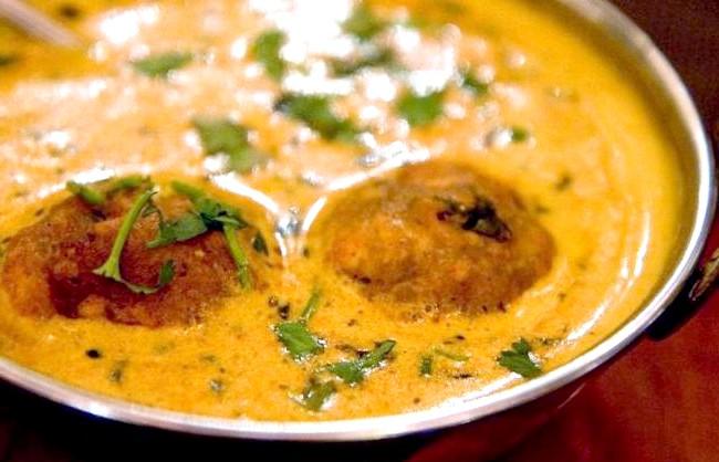 Смак Індії: Кращі страви батьківщини спецій: Малай Кофта. Страва являє собою обсмажені у фритюрі кульки з картоплі і панира. Подаються у вершковому соусі зі спеціями і