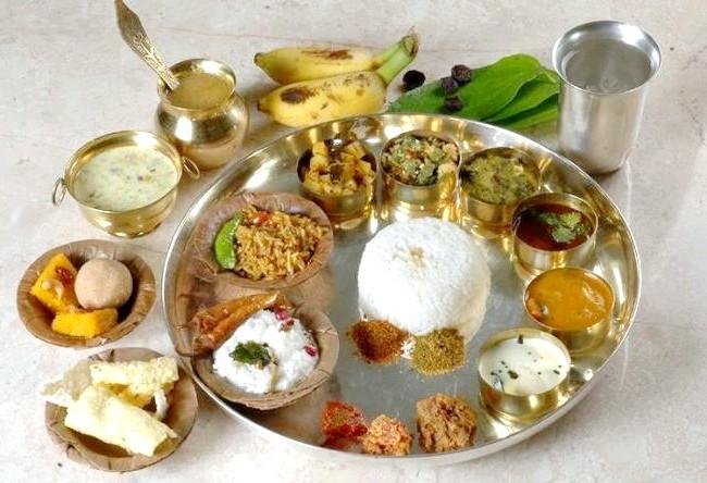 Смак Індії: Кращі страви батьківщини спецій: тхали також є найулюбленішим стравою в Індії. Страва складається з кількох самостійних страв. У кожному регіоні існують свої правила