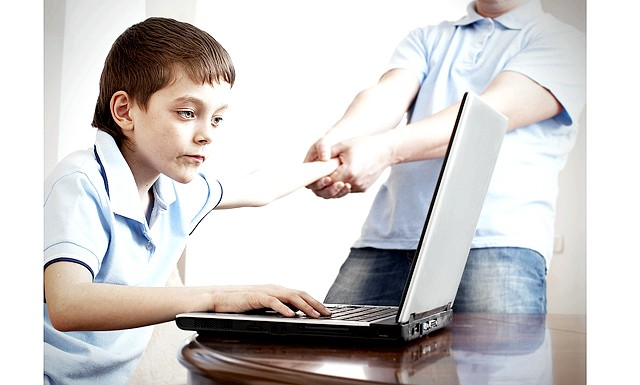 Вплив комп'ютера на дитину: Як правило, батьки намагаються, щоб їхні діти проводили за комп'ютером якомога менше часу. Але чи так шкідливі комп'ютерні ігри,