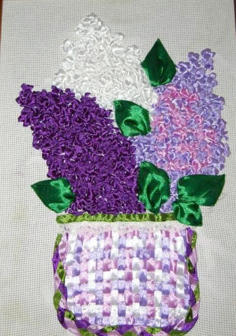 Вишивання шовковими стрічками: Втім, навіщо багато говорити, якщо можна просто подивитися на деякі роботи нашої майстрині-бабушкі.Глядя на ці квіти