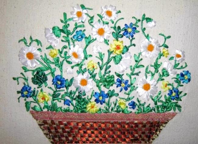 Вишивання шовковими стрічками: А ось це вже літній букет. Колірна гамма передає всю красу польових квітів - ромашки, волошки, лютики ...