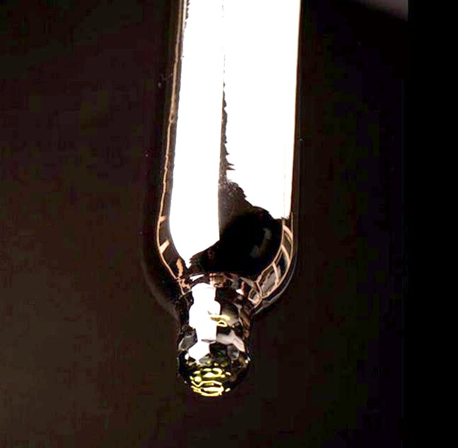Забавні кольорові світильники у формі презервативів: Скло видувається в спеціальній формі, а кінчик