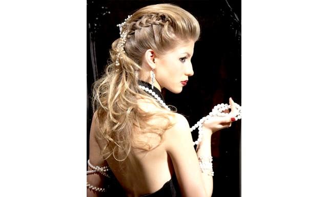 Жінки вколюють ботокс в шкіру голови заради зачіски