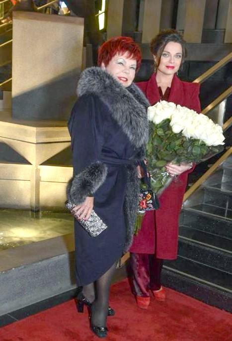 Зіркові гості на весіллі Юлії Савичевої: Наташа Корольова з мамою.