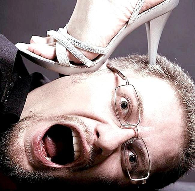 18 найдивніших і безглуздих сексуальних відхилень: Тупцювання ногами - одна із своєрідних форм мазохізму