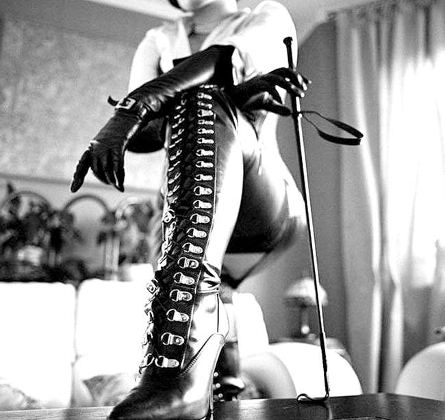 18 найдивніших і безглуздих сексуальних відхилень: РетіфізмЕслі людина збирає жіночі туфлі, проводить серед них весь вільний час, милується ними, цілує їх, облизує