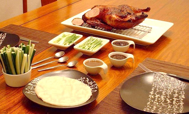 Готуємо до Різдва і Нового року - качка по-пекінськи: Потрібно мати на увазі, що справжній рецепт качки по-пекінськи відтворити будинку практично неможливо, так як качка по-пекінськи повинна дбати, як