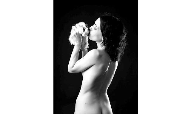 Елізабетта франки оголилася на підтримку тварин