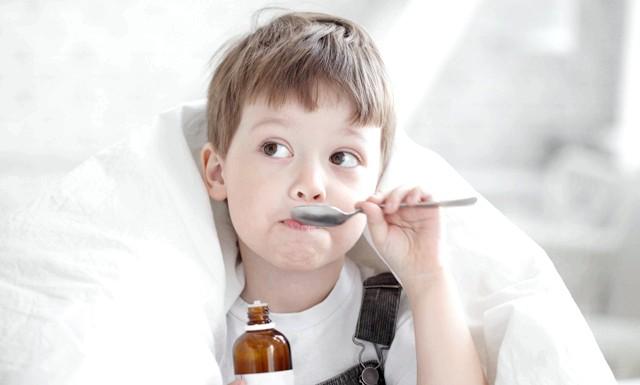 Як правильно подбати про дитину в період ГРВІ: Тільки «неправильні» дорослі не беруть лікарняний лістПрічін цьому безліч: від неможливості залишити важливі справи на роботі
