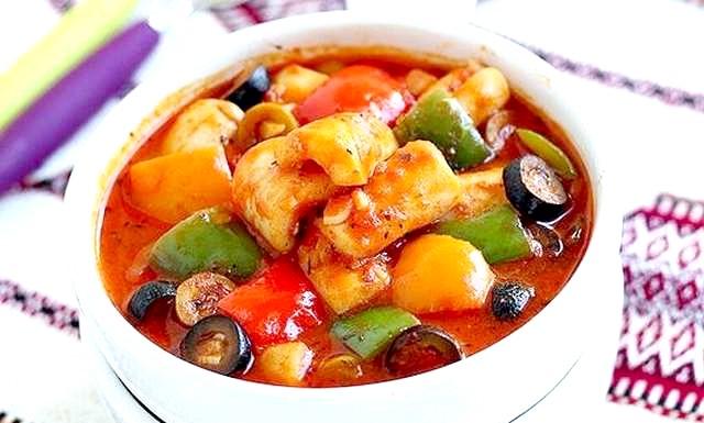 Кальмари в томатному соусі