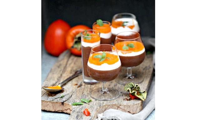 Мус Чорний Шоколад і Хурма - вишуканий десерт без випічки: Вам потрібно: 200 гр. гіркого шоколаду (не менше 75% какао) 170 мл. води м'якоть 1 хурми