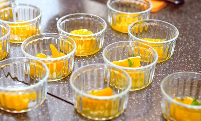 Романтична вечеря по-вегетаріанськи від Ольги Шелест: Апельсини в сиропі «Коли я була маленькою, мама завжди готувала на Новий рік олів'є, оселедець під шубою,