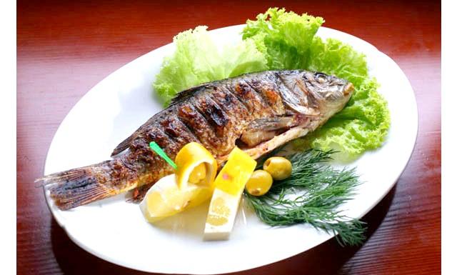 Рибна монодієта: Також риба - незамінне джерело фосфору, кальцію, магнію, вітамінів групи В і Е. М'ясо риби містить багато білка, при цьому