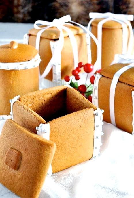 Їстівний подарунок до Нового Року: цукерки в пряникової коробці: Випікаємо пряникові коробки: 1. Розігріваємо духовку до 180 градусів. 2. Дістаємо деко з морозилки. Якщо тісто