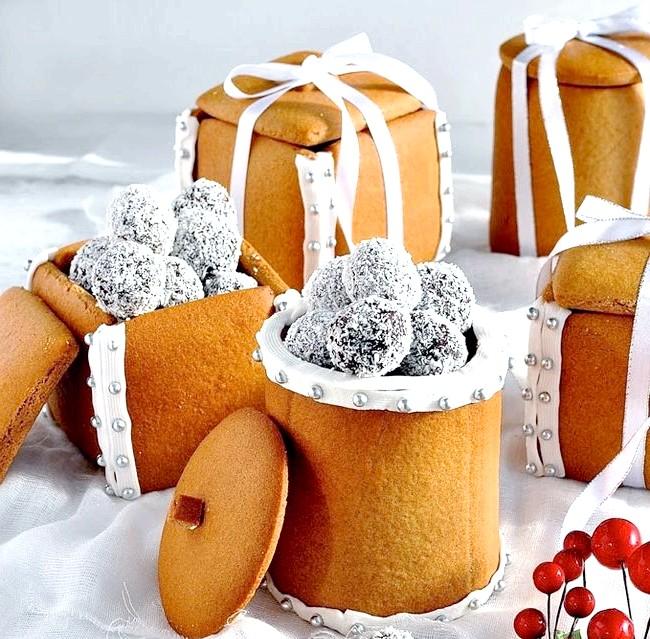 Їстівний подарунок до Нового Року: цукерки в пряникової коробці: Збираємо коробкі1. Розтоплюємо білий шоколад в мікрохвильовці. 2. Ножем акуратно наносимо шоколад на краю коробки