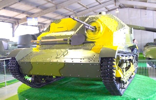 Танковий музей в Кубинці. Їхні .: Тре Бьен! І совочок, совочок впридачу!