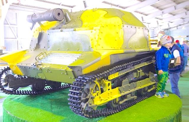 Танковий музей в Кубинці. Їхні .: чтоп в пісочниці не нудьгувати !!!