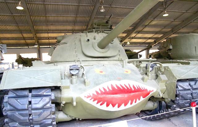 Танковий музей в Кубинці. Їхні .: Я ж тебе так любив, так люби-іл! На такому, до речі, Арнольд Шварценеггер служив.
