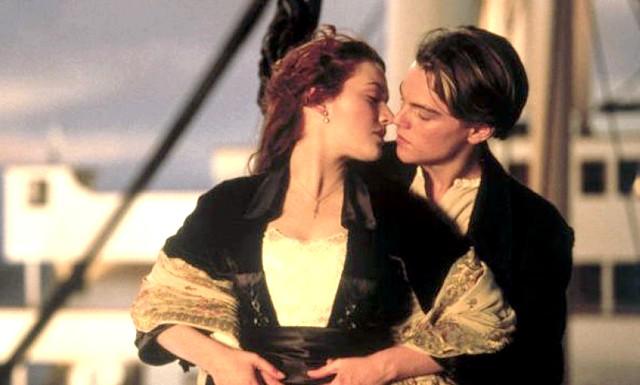 Титанік - самий сентиментальний фільм Голлівуду: Фільм-катастрофа 1997 року, в якому знімаються Кейт Уінслет і Леонардо Ді Капріо, зайняв перший рядок у британському списку найбільш сентиментальних