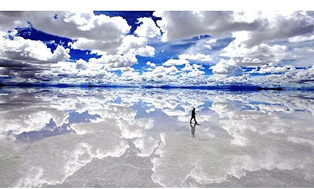 Ти не повіриш - нереально реальні фотографії: 1. Солончак Уюні - найбільший у світі солончак площею 10 582 кв.км. Він був утворений в результаті трансформації доісторичних озер.