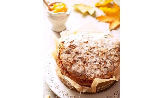Гарбузовий пиріг: Інгредієнти: 100 мл рослинного масла - 1 склянка цукру - 200 г сметани