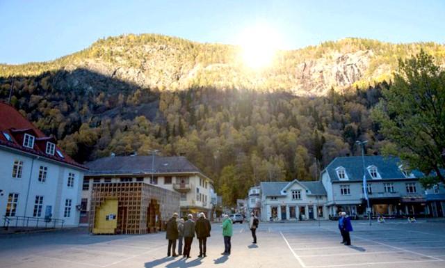 У жителів норвезького містечка з'явилося власне «сонце»: Питається, навіщо його встановлювати? Уявіть собі, що ви проживаєте в місті, де сонце світить тільки 5-6 місяців на рік!